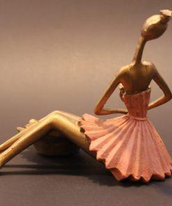 مجسمه دختر و جاشمعی