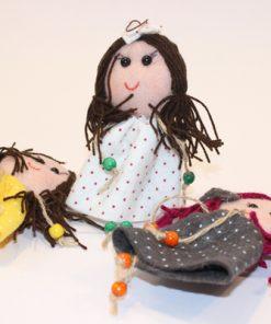 آویز و عروسک