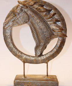 مجسمه اسب